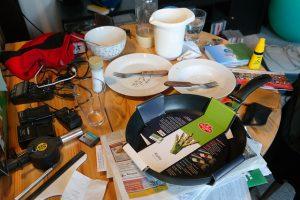 Clutter, mess.