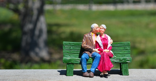 Happy old couple kissing after retiring in Illinois.