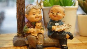 Two figurines of an eledrly couple of NJ residents thinking about moving out of this state.