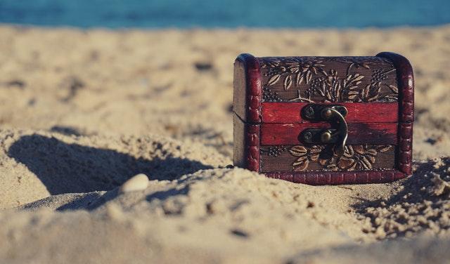 Hidden treasures and gems of Florida on a ssandy beach.