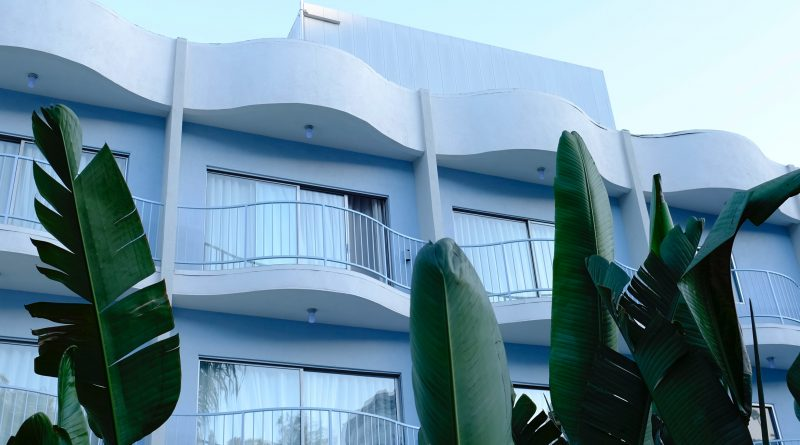 A building with some apartments available at West Hollywood housing market.