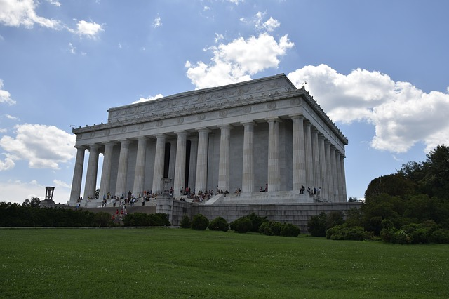 Poeple spending summer in DC amidst the monuments.